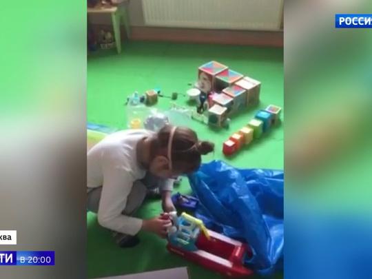 В клинике в Москве пять лет живет здоровая девочка, родители которой считают ее неизлечимо больной - ВИДЕО