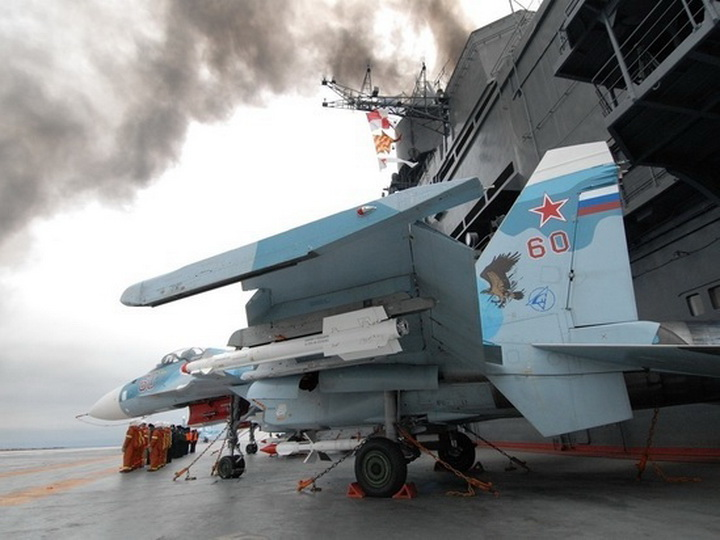 При пожаре на «Адмирале Кузнецове» погиб человек
