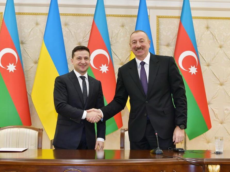 Владимир Зеленский выразил благодарность Президенту АР за предоставление медицинских материалов и оборудования