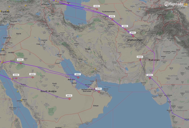 В небе над Азербайджаном увеличилось число самолетов