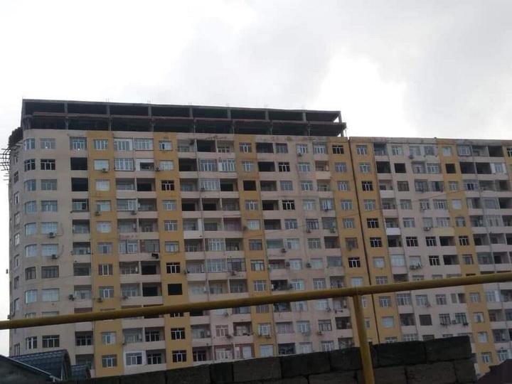 Опасно для жизни: очередное изуродованное здание в Баку – ФОТО