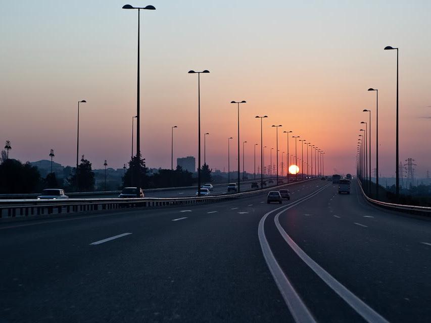 На трассе Баку-Аэропорт снизят максимально разрешенную скорость