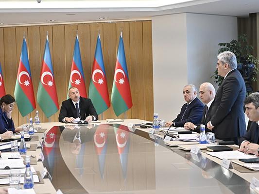 Ильхам Алиев Самиру Шарифову: «Я задаю простой вопрос, а ты начинаешь читать лекцию» - ВИДЕО
