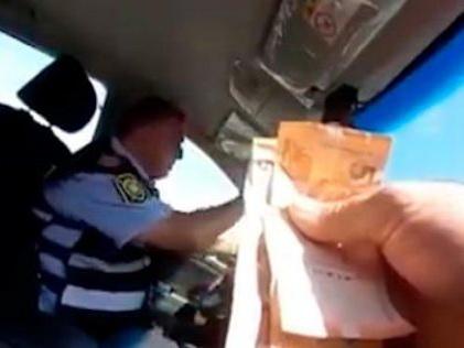 Вилаят Эйвазов уволил полицейского за взятку - ВИДЕОФАКТ