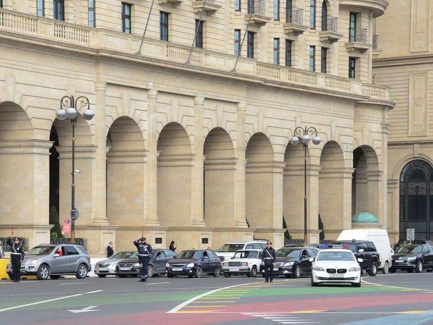 В Азербайджане память шехидов почтена минутой молчания