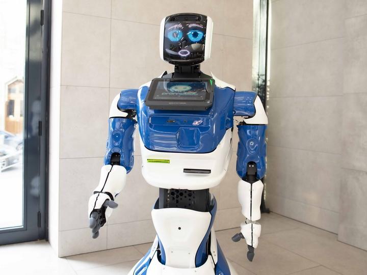 Робот в Международном банке Азербайджана!