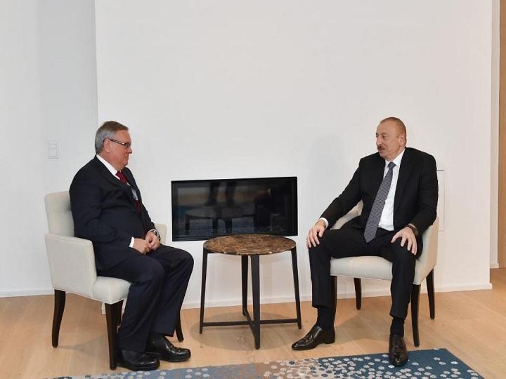 İlham Əliyev Davosda VTB Bank-ın prezidenti ilə görüşüb