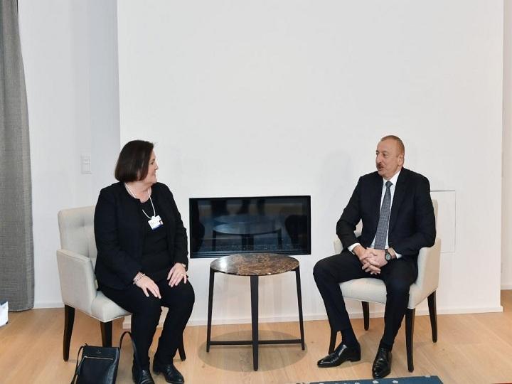 """İlham Əliyev Davosda """"CISCO"""" şirkətinin icraçı vitse-prezidenti və baş maliyyə direktoru ilə görüşüb – FOTO"""