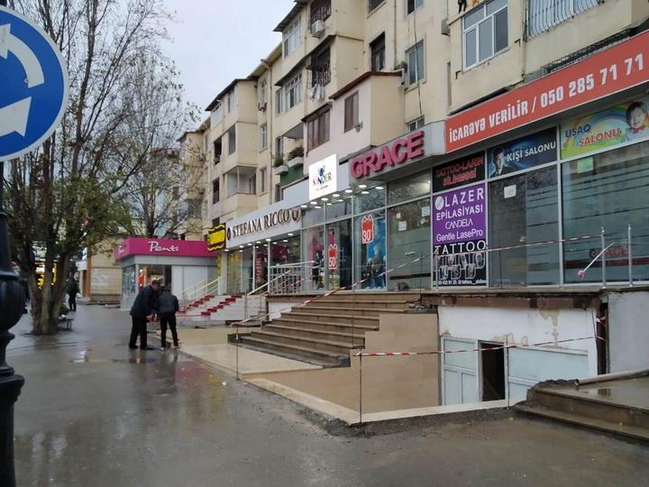 Жители Баку жалуются, что у них отняли часть тротуара, а им отвечают, что все так и было - ФОТОФАКТ