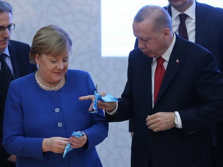 Подарок Эрдогана удивил Меркель - ФОТО - ВИДЕО