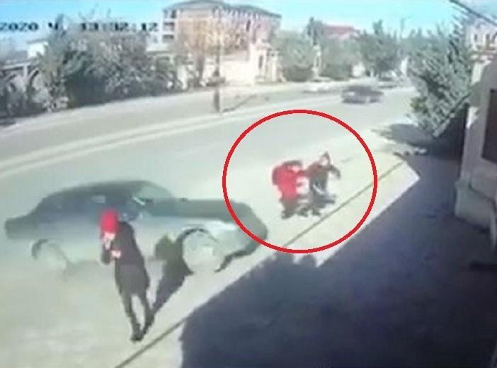 Xırdalanda dəhşət: Avtomobil iki şagirdi vurdu – VİDEO