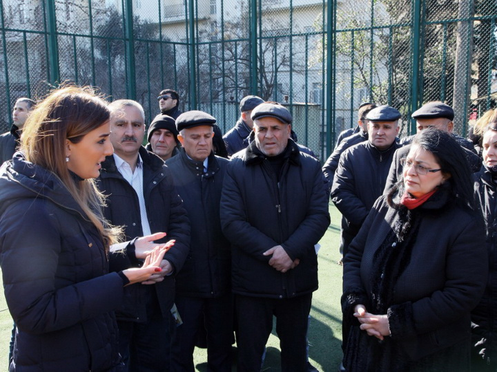 Впервые принимающая участие в парламентских выборах Кенуль Нуруллаева встретилась с избирателями - ФОТО - ВИДЕО