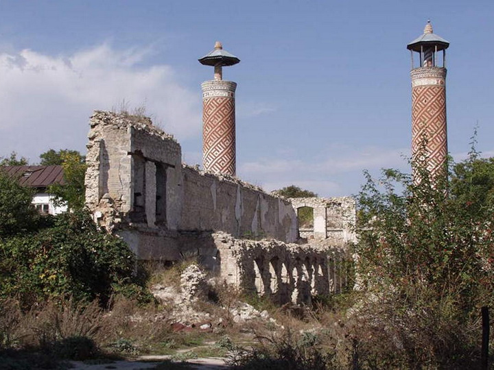Азербайджанская община Нагорного Карабаха: Планы Армении «восстановить» памятники в Карабахе преследуют лишь гнусные цели