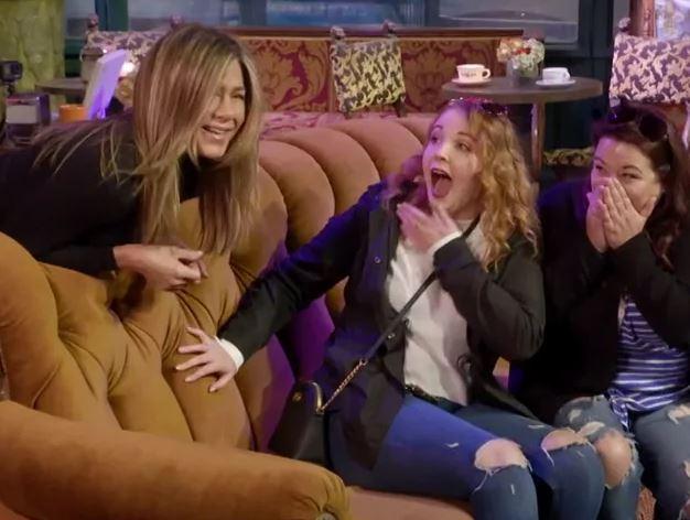 Это очень смешно: Дженнифер Энистон разыграла фанатов сериала «Друзья» - ВИДЕО