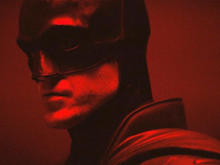 Роберт Паттинсон примерил костюм Бэтмена и был жестко раскритикован фанатами - ВИДЕО