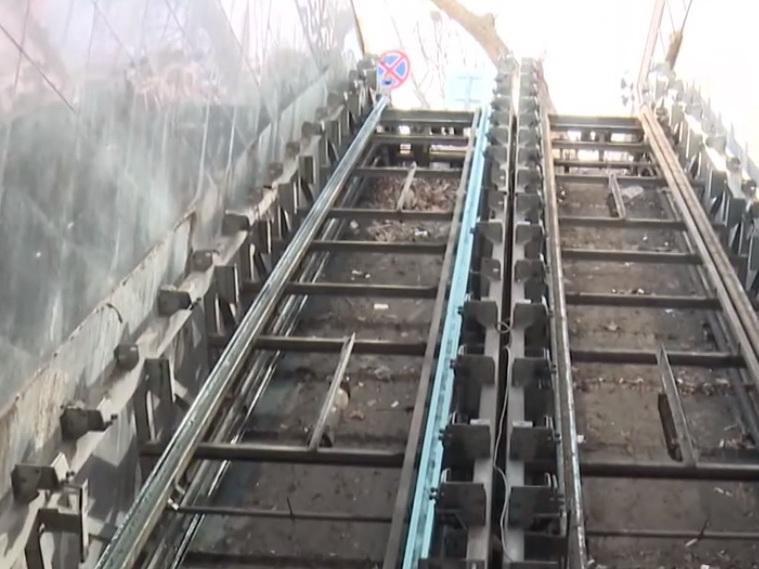 Эскалатор перехода в центре Баку заменяют лестницей: Слишком дорогой