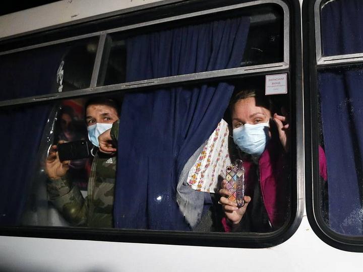 На Украине автобус с эвакуированными из Китая забросали камнями - ФОТО - ВИДЕО