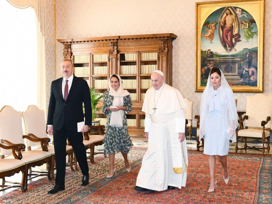 Президент Азербайджана Ильхам Алиев встретился в Ватикане с Папой Франциском - ФОТО - ВИДЕО