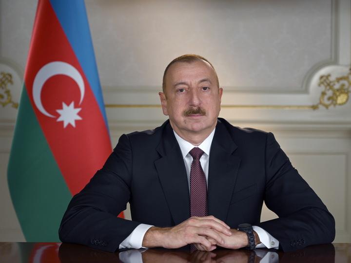 Президент Ильхам Алиев наградил группу лиц за заслуги в сфере строительства и эксплуатации автодорог