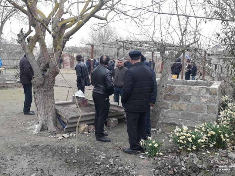 В Кюрдамире тело матери нашли в колодце, ребенка - в доме - ФОТО - ВИДЕО - ОБНОВЛЕНО