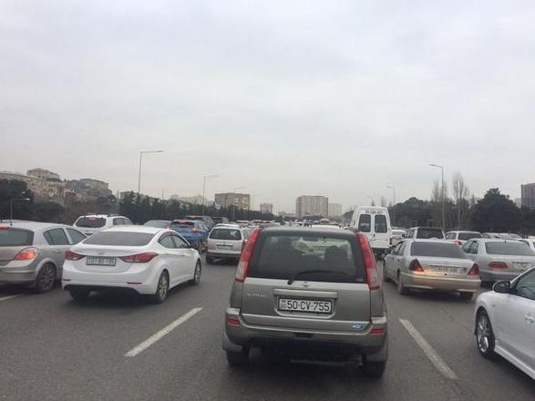 На трассе Баку-Сумгайыт вновь возникла большая пробка – ФОТО