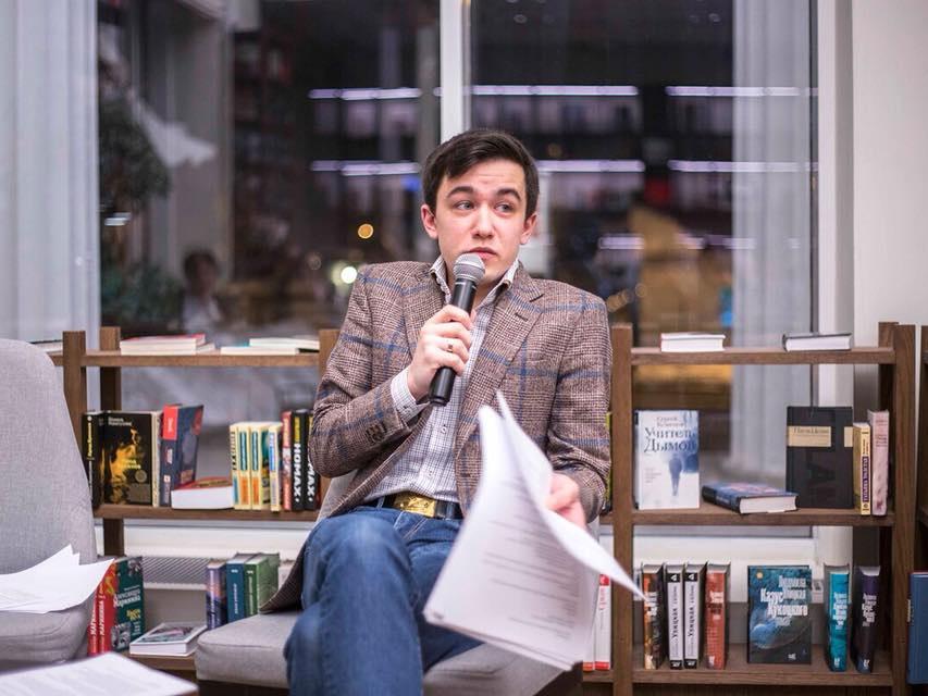 Писатель из Баку, покоривший Москву: Мои тексты вызывают у меня отвращение и стыд– ФОТО