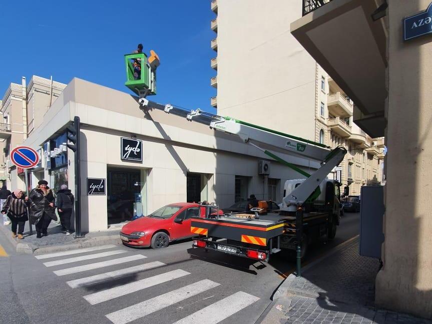 Благодаря усилиям 1news.az устраняется опасность для жизни граждан на одной из улиц в центре Баку – ФОТО – ВИДЕО