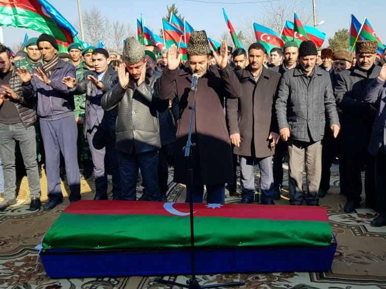 Азербайджан прощается с погибшим солдатом – ФОТО