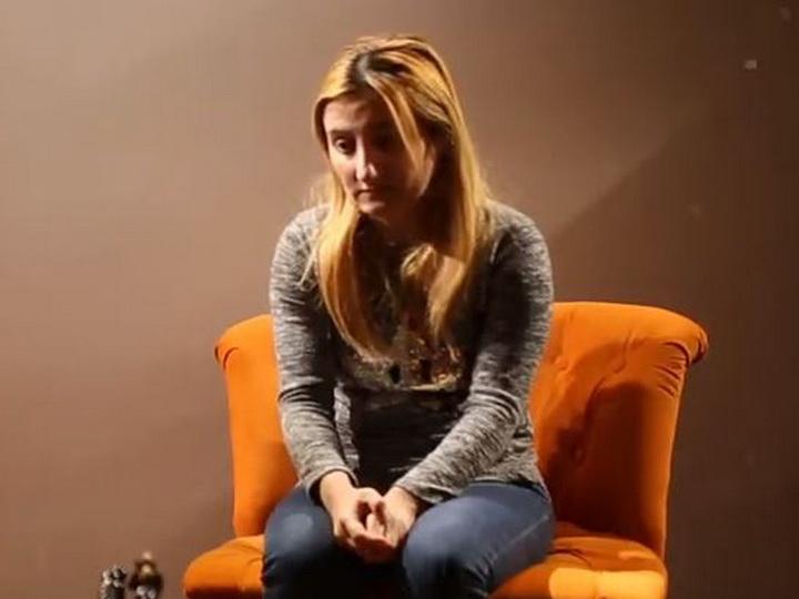 «Ее мечта - услышать голоса детей»: История Замины, потерявшей слух во время Ходжалинского геноцида - ВИДЕО