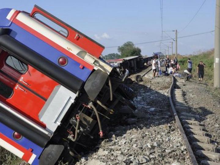 Число погибших при столкновении поезда с автобусом в Пакистане возросло до 30