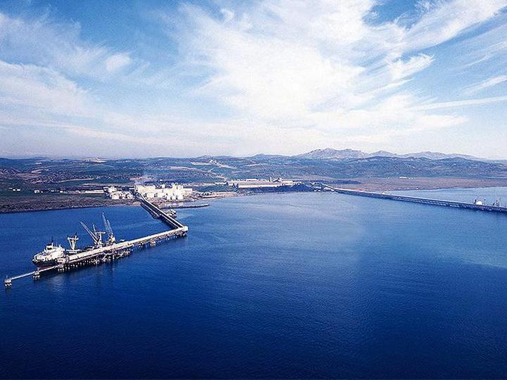 Azərbaycan Belarusa ilk neft tankerini göndərib