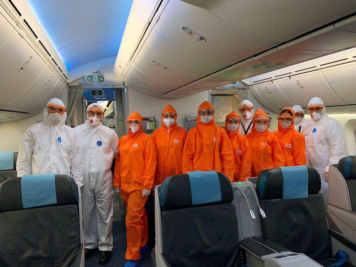 AZAL продолжает выполнять чартерные рейсы: из Лондона в Баку вернулся 151 человек - ФОТО