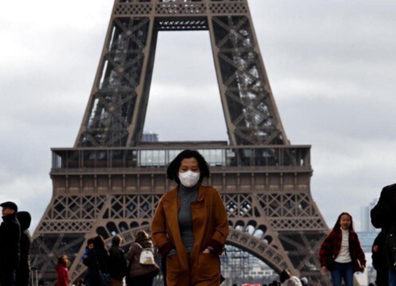 Во Франции режим изоляции продлят на две недели