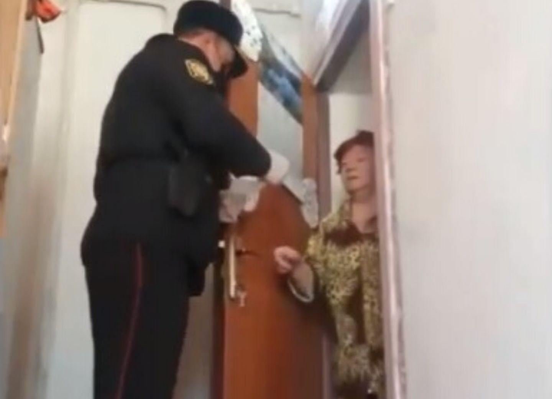 Полиция Баку помогает пожилым людям, находящимся в социальной изоляции – ВИДЕО