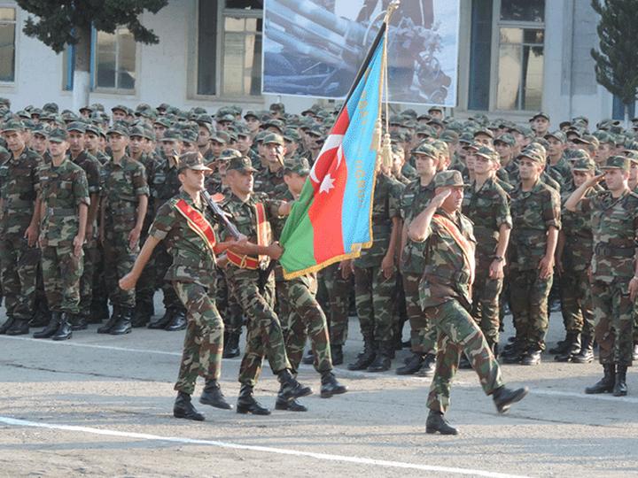 В Азербайджане продлен срок призыва на воинскую службу
