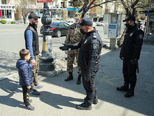 В Баку люди, вышедшие на улицу без веской причины, оштрафованы на 100 AZN – ФОТО