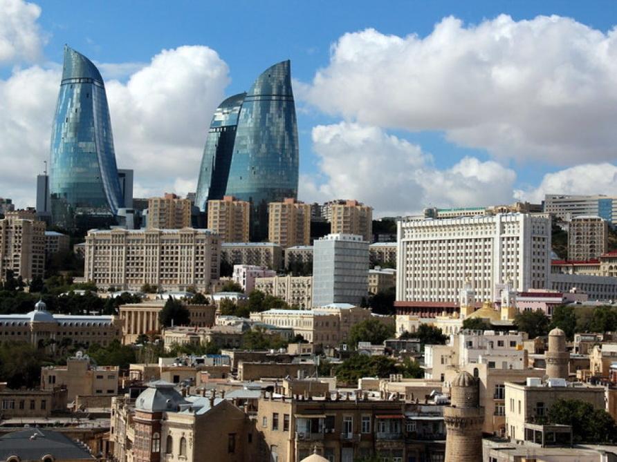 В пятницу в Баку облачно и туман