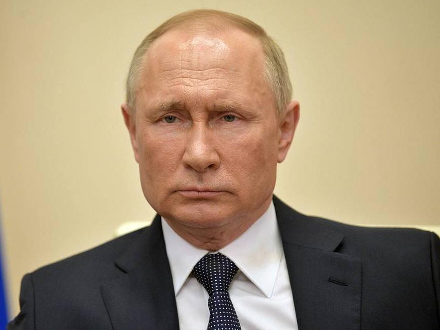 Путин объявил весь апрель нерабочим в России