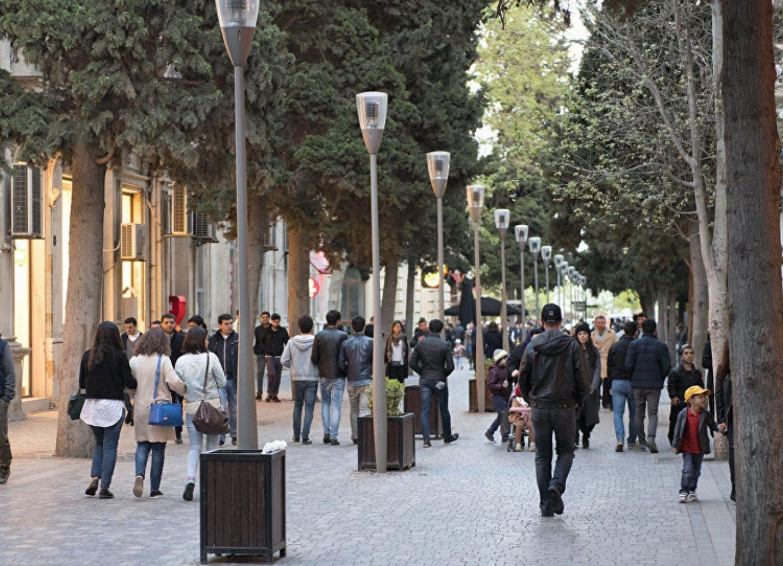 Полиция Баку просит граждан минимизировать контакты с окружающими