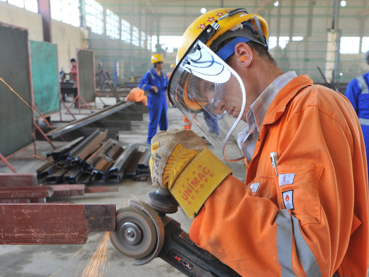 В Азербайджане планируется создать 50 тысяч общественных рабочих мест