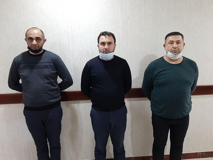 """Bakıda saxta icazə arayışı satan şəxs və """"müştəriləri"""" saxlanıldı – VIDEO – FOTO"""