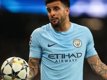 Футболист «Манчестер Сити» призвал не нарушать карантин, а сам вызвал на дом двух эскортниц – ФОТО - ВИДЕО