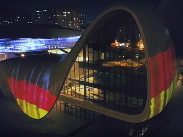 Центр Гейдара Алиева окрасился в цвета флага Германии в знак солидарности в борьбе с коронавирусом – ФОТО – ВИДЕО
