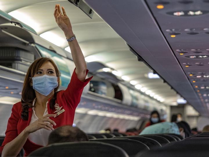 Порядка 100 бортпроводников American Airlines заражены коронавирусом