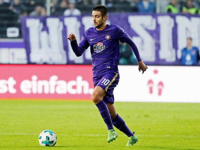 Футболист сборной Азербайджана забил второй гол в Германии после карантина – ВИДЕО