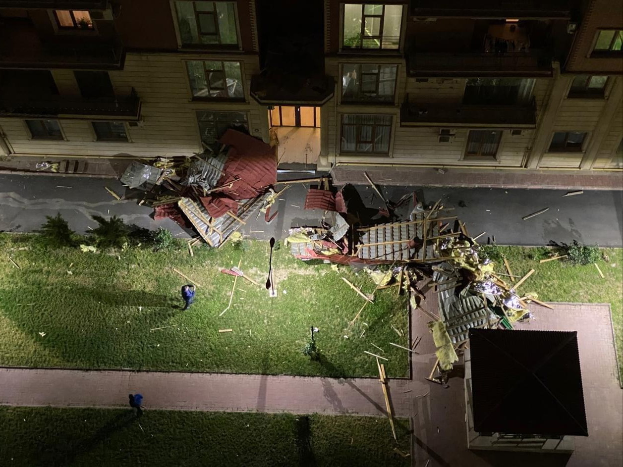 Сильный ветер в Баку создал опасность для жизни людей – ФОТО - ВИДЕО