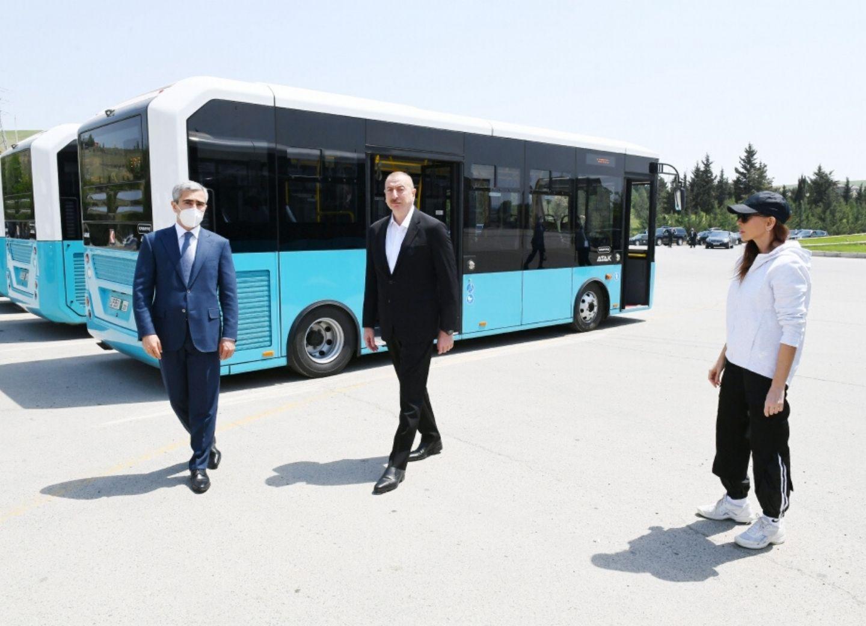 Ильхам Алиев осмотрел транспортные средства и специальную технику, выделенные Шамахинскому району - ФОТО