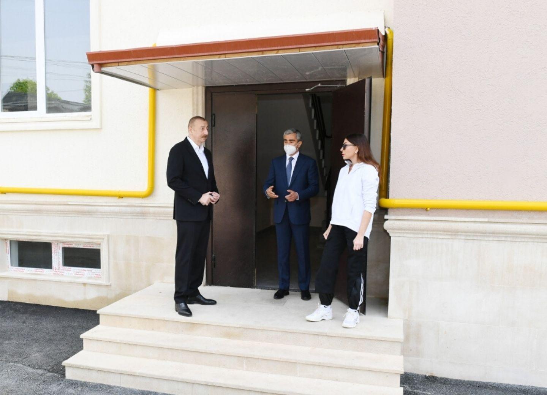 Ильхам Алиев ознакомился с условиями, созданными в строящихся многоквартирных зданиях в Шамахе - ФОТО