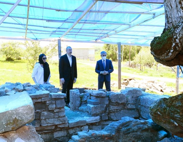Prezident Pir Ömər Sultan ziyarətgahında bərpa-konservasiya işləri ilə tanış olub – FOTO