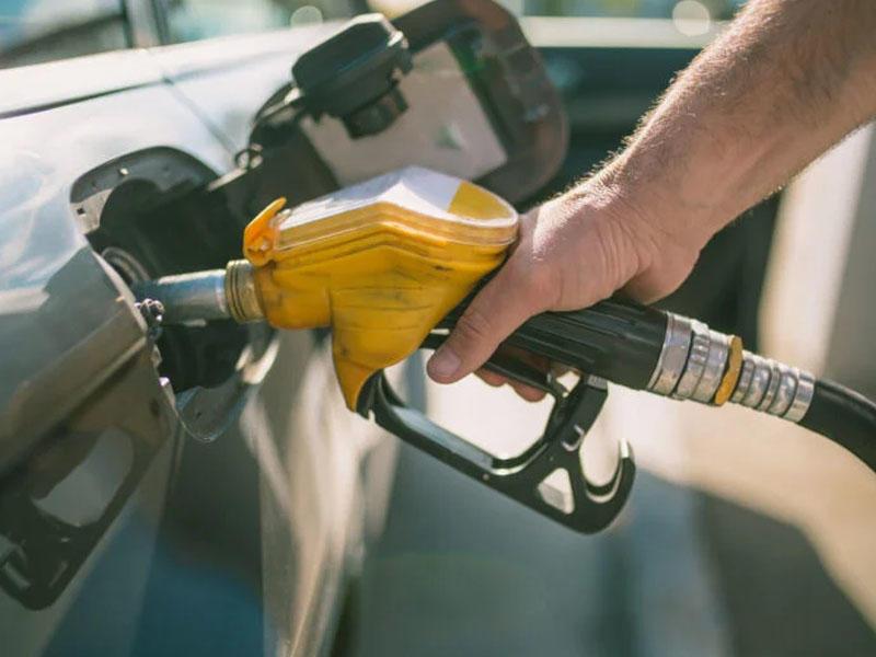 Azərbaycanda avtomobil benzininin istehsalı artıb